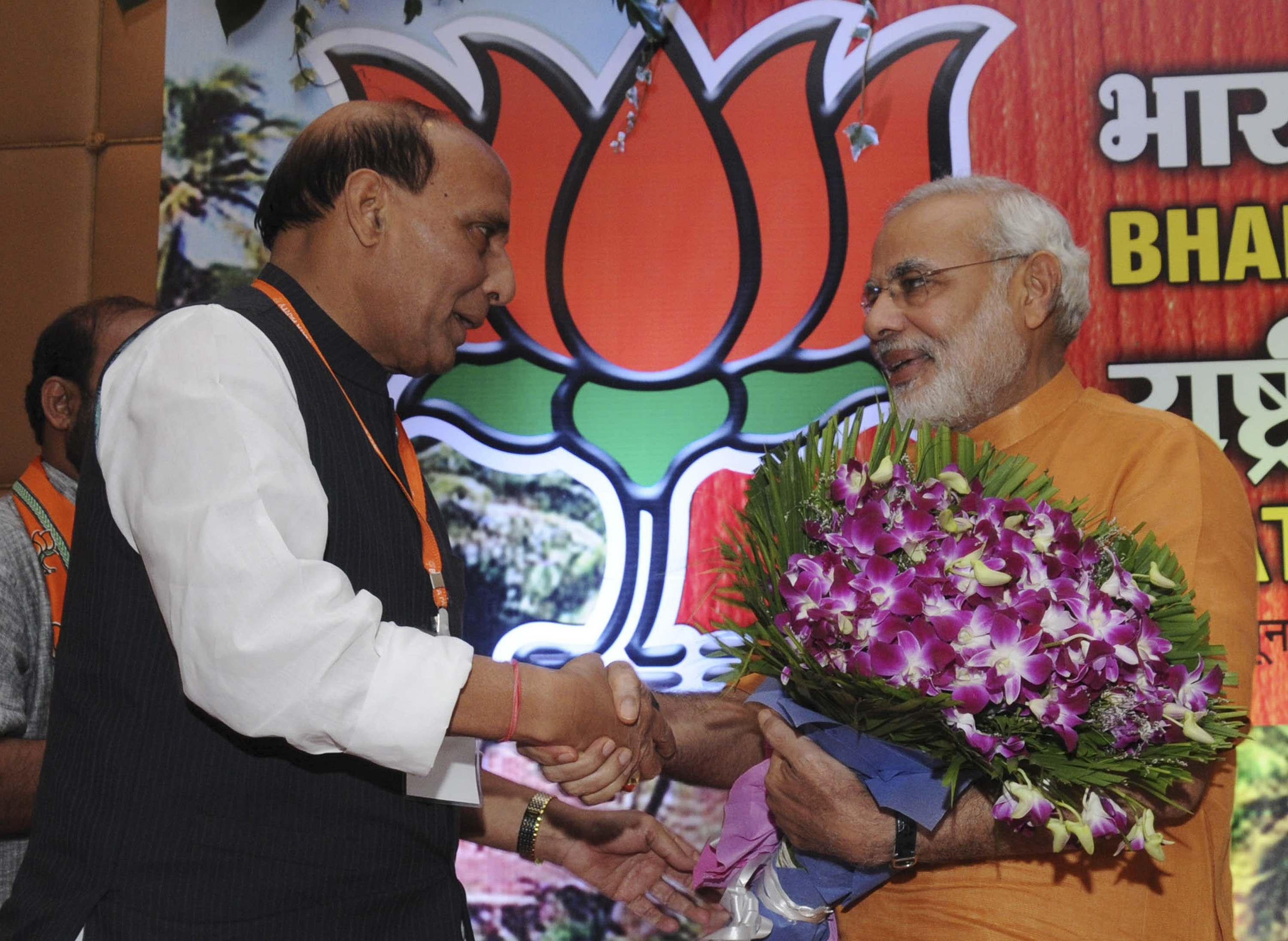 Up election 2017 behind sp congress alliance lies the open pursuit of a polarisating agenda firstpost - Friends We Met In The First Week Of March At The Last Executive Committee Meeting In Delhi Since Then Many New Develpments Have Taken Place